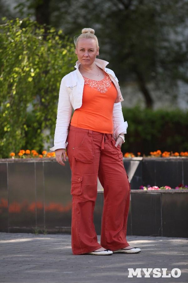 Анна Григорьева, 32 года. Рост 173 см, вес 85 кг. «Точнее, 85 кг с хвостиком... Все лишние килограммы и скопились в моем «хвостике». А скоро лето. Все мои семь новых купальников просто отказываются на меня налезать. Я борюсь с лишним весом, но килограммы возвращаются, как будто им мёдом намазано! Может, я что-то неправильно делаю? Очень хочу поучаствовать в проекте, позаниматься с профессионалами и скинуть 20 кг! При достижении цели обещаю фото во всех купальниках»