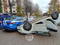 В центре Тулы машина спецсвязи попала в ДТП с «перевертышем», Фото: 1