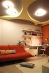 Потолок в детской – сложной конструкции: хаотично расположенные, с неровными краями отверстия словно приоткрывают окна в далекую темную вселенную. , Фото: 1