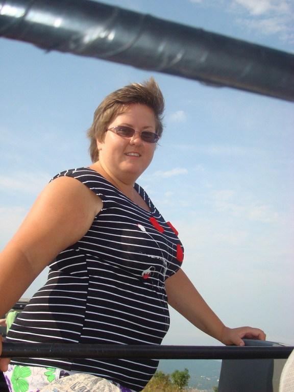 Пожалуйста проголосуйте за фото. Очень хочу похудеть. Из-за лишнего веса проблемы со здоровьем.
