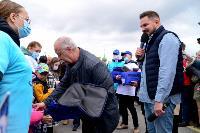 Толпа туляков взяла в кольцо прилетевшего на вертолете Леонида Якубовича, чтобы получить мороженное, Фото: 56