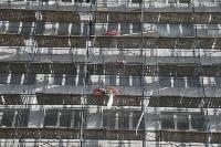В Туле со здания ТулГУ сильный ветер снес строительные леса, Фото: 4