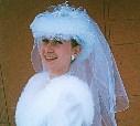 """19 февраля 1999 года: бижутерия от палатки на """"Поле чудес"""", наряд из салона, которого уже нет, на Красноармейском, фон-сарай в Мясново... До миллениума 10 месяцев и несколько дней"""