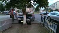 """На Ложевой """"шестёрка"""" протаранила дерево, Фото: 2"""