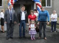 Вручение ключей от новых квартир переселенцев из аварийного жилья в Донском, Фото: 7