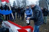 Александр Лебедев ремонтирует детскую площадку, Фото: 3