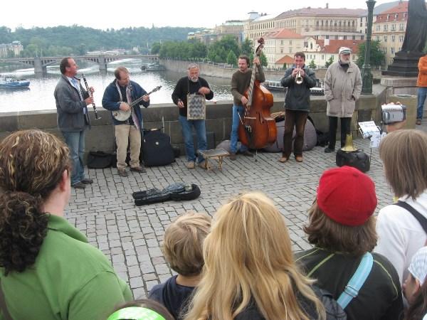 Уличный оркестр.