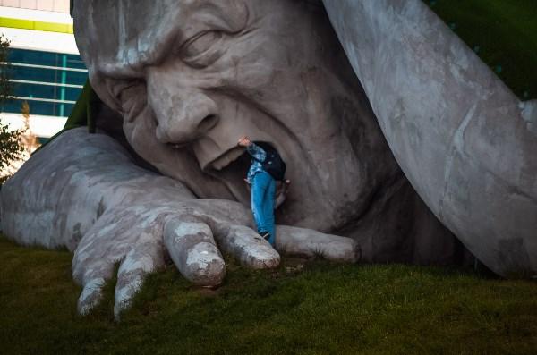 """В условиях конкурса город не уточняется, поэтому вот, скульптура """"Прорыв"""", Нижний Новгород :)"""