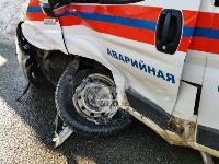 Автомобиль газовой службы попал в ДТП на ул. Первомайской и потерял колесо, Фото: 1