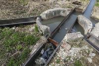 С заброшенных очистных канализация много лет сливается под заборы домов, Фото: 32
