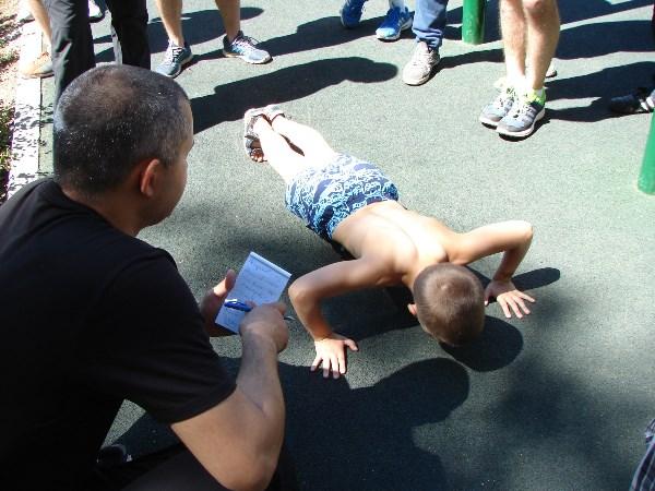 Понимаю, фото обыкновенное... НО, летом сын (ему было 8 лет) на соревнованиях среди мужчин (18+) отжался 151 раз!!!!!!!! Победив у всех участвующих!