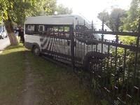 На улице Кирова микроавтобус снес забор, Фото: 3