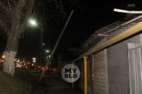 На улице Пролетарской столб падает на газовую трубу, Фото: 2