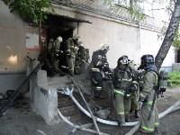В Туле пожарные эвакуировали жителей подъезда пятиэтажки, Фото: 4