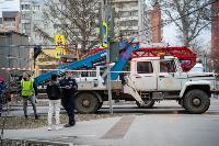 В центре Тулы на грузовую фуру упал электрический столб, Фото: 11