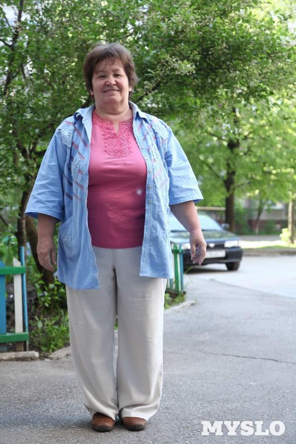 Людмила Коршунова, 55 лет. Рост 153 см,вес 100 кг: «Много лет я мечтаю похудеть. Пробовала разные способы: пыталась раздельно питаться, не есть после шести часов вечера, сидела на различных диетах… Но всё безуспешно. От такого большого веса у меня болят ноги и спина, мне надоело таскать лишние килограммы. Помогите мне, пожалуйста, похудеть и стать здоровой».