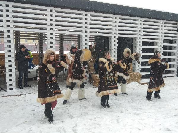 Танцы под снегом.