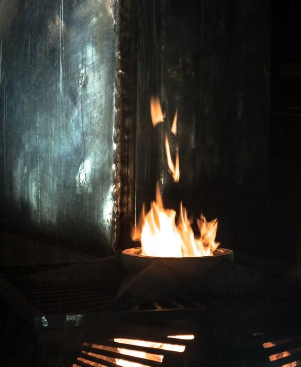 пламя вечного огня.