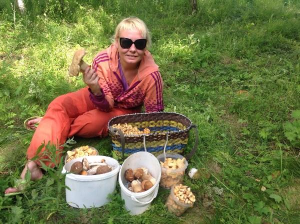 Аня вышла по грибы!
