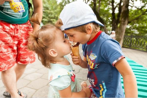 Я тебя люблю, но мороженное больше )))))