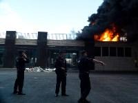 Загорелся недостроенный ТЦ на Красноармейском проспекте, Фото: 30
