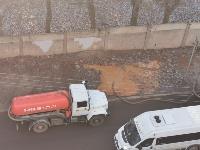 На Косой Горе в Туле ассенизатор сливает отходы под забор парка, Фото: 4