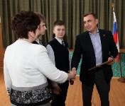 В Донском Алексей Дюмин вручил школе искусств сертификат на покупку домры, Фото: 15