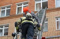 Учения МЧС: В Тульской областной больнице из-за пожара эвакуировали больных и персонал, Фото: 13