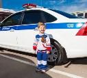 """Любовь к машинам с первых дней. Руслан долго не мог определиться кем хочет стать, но когда увидел полицейскую машину на эвакуаторе решил - """"хочу стать эвакуаторщиком полицейских машин"""" (это профессия не давала ему покоя еще 1,5 года)"""