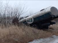 Гололед: в Алексинском районе улетела в кювет цистерна и перевернулась легковушка, Фото: 6