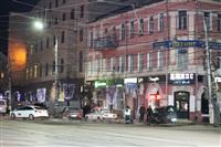 В центре Тулы после ДТП иномарка отлетела на ступени магазина , Фото: 10