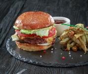 Сочный бургер с жареным картофелем, Фото: 40