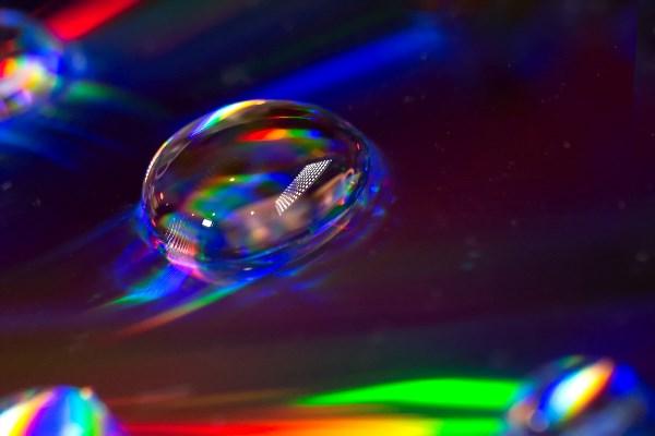 Бриллиантик..... Просто капля воды на обычном лазерном диске!