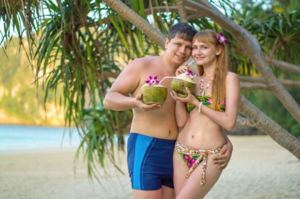 Андаманское море. Здесь все как в сказке — рощи кокосовых пальм, лазурное море, белоснежные пляжи, холмы, покрытые лесами, и великолепные горы.