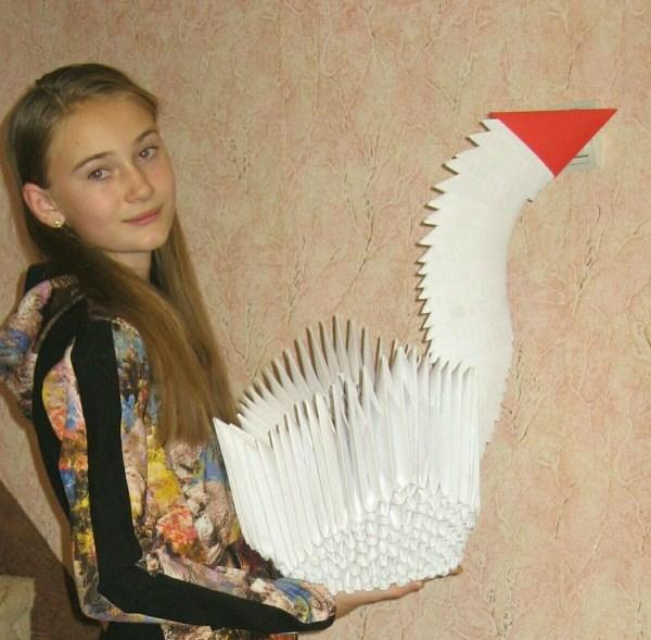 Модульное оригами,макси-вариант. Полина со своим изделием.