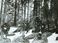 Русский солдат ухаживает за военным кладбищем в Брунеке., Фото: 8