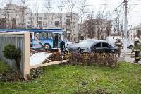 ДТП на пр. Ленина: BMW снес остановку, Фото: 10