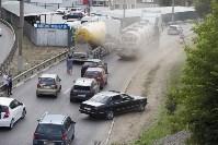 В Туле на Калужском шоссе столкнулись фура и легковушка, Фото: 4