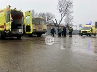 В Туле автобус с рабочими протаранил два авто и врезался в забор, Фото: 2