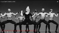 Стервелла Де Виль в клипе Мадонны – Girl Gone Wild, Фото: 4