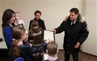 Владимир Груздев подарил многодетной семье квартиру, Фото: 10