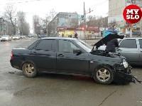 На ул. Ложевой в Туле после столкновения ВАЗ вылетел на тротуар, Фото: 12