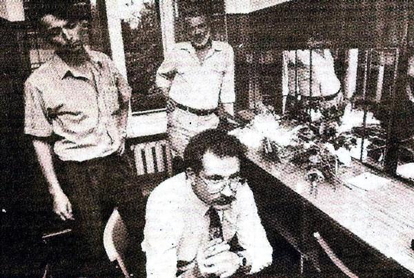 С Владиславом Листьевым во время его выступления в Туле в 1992 году. Справа - известный в то время тульский политик Эдуард Пащенко