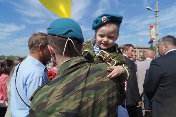 Я и сын Артем (Парад 9 Мая 2015 (Одоев))