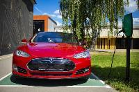Владелец первого электромобиля Tesla рассказал, почему теперь не хочет ездить на других машинах, Фото: 20