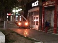 На ул. Первомайской иномарка въехала в офис Tele2, Фото: 5