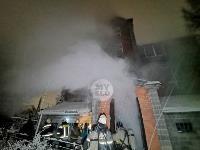 В Туле пожарные вынесли из горящего особняка больную женщину, Фото: 3
