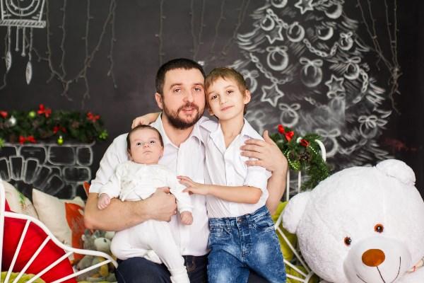 С сыновьями - Руслан (5 лет) и Андрей (2 месяца)