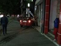 На ул. Первомайской иномарка въехала в офис Tele2, Фото: 3