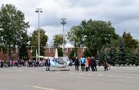 Толпа туляков взяла в кольцо прилетевшего на вертолете Леонида Якубовича, чтобы получить мороженное, Фото: 30